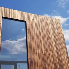 Padoek Voetbalkantine Weelde (BE) House Cladding, Timber Cladding, Outdoor Wall Panels, Architecture Details, Wood Architecture, Country Modern Home, Wooden Facade, Garden Studio, Tiny House Design
