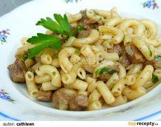 Maso nakrájíme na drobné kousky, osolíme a opepříme a dáme osmahnout na olej. Když je téměř měkké, přidáme krájenou cibuli a dosmažíme doměkka.... No Salt Recipes, Pasta Recipes, Cooking Recipes, Healthy Recipes, Food 52, Main Meals, Pasta Salad, Macaroni And Cheese, Veggies