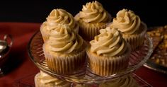 This intensely maple-flavored frosting complements any fall baking project. Vegan Buttercream Frosting, Chocolate Buttercream Recipe, Icing Recipe, Cake Mix Recipes, Dessert Recipes, Drink Recipes, Tooth Cake, Bon Dessert, Cake Fillings