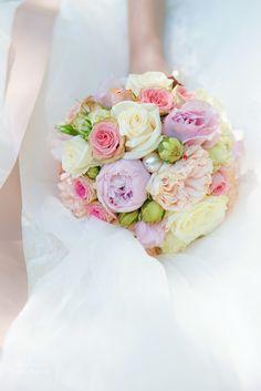 Flower bouquet Roses & Peonies  www.andreakuehnis.com