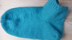 How to knit socks very easy. Very good video and easy to follow along.