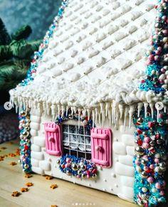 gingerbread house www.gingerbreadjournal.com Christmas Treats, Christmas Cookies, Christmas Diy, Christmas Decorations, Xmas, Gingerbread Crafts, Gingerbread Houses, Gingerbread Cookies, Ginger House