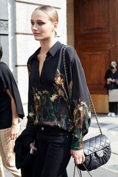 Bolsa Chanel Chain Around • Preço Loja: R$12.800,00 • Preço Etiqueta Única: R$9.990,00 | Parcelamos em até 12x sem juros • Cód: OF21 #etiquetaunica #shoponline #chanel