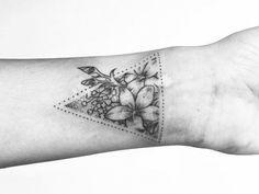 Tatouage poignet : 50 idées originales