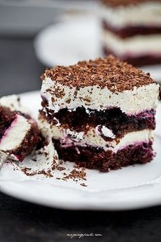 Black current chocolate cake with whipped cream Polish Desserts, Polish Recipes, Polish Food, Easy Vegetable Recipes, Homemade Sweets, Piece Of Cakes, Cupcake Cookies, Creme, Delicious Desserts