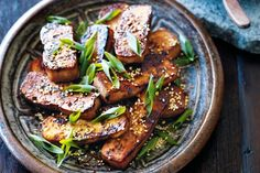 Barbecued tofu - Spice up your night with a Korean barbecue feast starring this chilli tofu side. Vegan Bbq Recipes, Bbq Tofu, Delicious Vegan Recipes, Asian Recipes, Healthy Recipes, Ethnic Recipes, Recipe Tasty, Protein Recipes, Raw Food Recipes