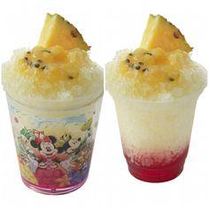 シェイブアイス(トロピカルフルーツ) ¥520  スーベニアカップ付き ¥880  ラズベリーゼリーをベースに、パッションフルーツのソース、パイナップルのシロップや果肉をトッピングしました。 トロピカルフルーツの甘さとラズベリーゼリーの酸味がすっきりとしたフレーバーのシェイブアイスです。 【販売店舗】 トロピック・アルズ