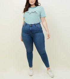 Curves - Jean skinny sculptant et galbant bleu | New Look Jeans Skinny, Skinny Fit, Mom Jeans, Jean Skinny Noir, Curve Jeans, Celebrity Names, Party Looks, Striped Tee, Stretch Denim