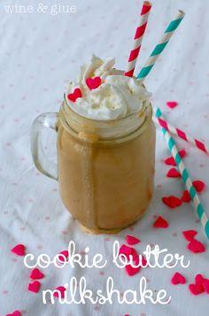 Cookie Butter Milkshake | www.wineandglue.com | The amazing Cookie Butter taste in milkshake form!
