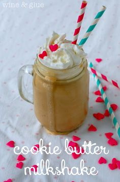 Cookie Butter Milkshake | www.wineandglue.com | The amazing Cookie Butter taste in milkshake form!