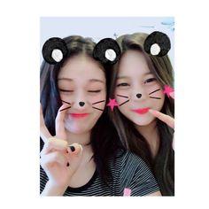 Bear 🐻 somi and Bear umji South Korean Girls, Korean Girl Groups, Kim Ye Won, Jeon Somi, G Friend, Ulzzang, Idol, Drop Earrings, Image