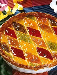 Tart Harlequin jams - Ecco una ricetta ideale quando si ha voglia di un dolce semplice ma squisito. La Crostata di Arlecchino alle marmellate è un dessert intramontabile!