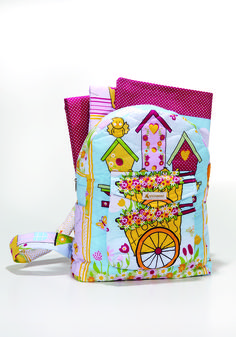 O jogo de Cama Lulu vem dentro de uma linda mochilinha! Um ótimo presente que estimula as crianças a cuidar de seu quarto e ajudar nas tarefas de casa.