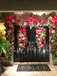 Designed by Rick Butler of Garden District. - Happy Christmas - Noel 2020 ideas-Happy New Year-Christmas