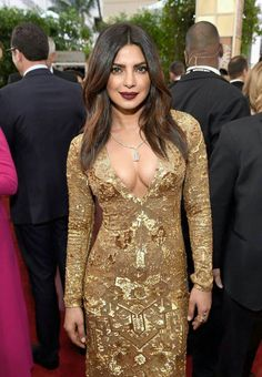 Plunging Neckline Trend at the Golden Globes Red Carpet - Fashion Trends Golden Globes 2017 Priyanka Chopra Makeup, Priyanka Chopra Hot, Bollywood Girls, Bollywood Actress, Sexy Dresses, Formal Dresses, Red Carpet Fashion, Indian Girls, Plunging Neckline