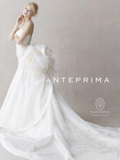 腰の部分にボリュームをだしたデザインは、可愛いだけではなく、エレガントな雰囲気を醸し出してくれます!  キラキラの「ワイヤーバッグ」で有名な*ANTEPRIMA* (アンテプリマ) *。そのアンテプリマのウェディングドレスは、女の子が憧れるポイントがたくさん詰まっており、多くの女性を魅了してやまないのです♡ そこで、アンテプリマが手がける「純白のウェディングドレス」をご紹介します!