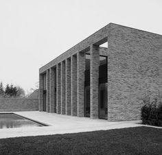 VVD house by Belgian architect Vincent van Duysen. I like the stark volume in brick and the varying repetition of the collumns.