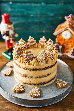 Gingerbread cake with Cinnamon Mascarpone Cream Frosting 》》Mézeskalácstorta Xmas Food, Christmas Sweets, Christmas Baking, Mini Christmas Cakes, Sweet Recipes, Cake Recipes, Dessert Recipes, Food Cakes, Gingerbread Cake
