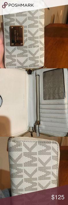 Spotted while shopping on Poshmark: Authentic Michael Kors wallet.! #poshmark #fashion #shopping #style #KORS Michael Kors #Handbags