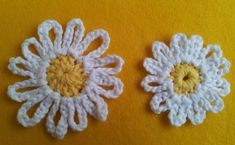Large UK Treble and Smaller Uk Double Daisy Crochet Daisy, Crochet Quilt, Crochet Motif, Double Crochet, Easy Crochet, Crochet Bunting Free Pattern, Crochet Stitches Free, Crochet Flower Patterns, Crochet Flowers