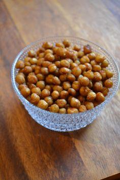 Paahdetut kikherneet | Maku Dog Food Recipes, Vegan Recipes, Ras El Hanout, Vegan Meal Prep, Sweet Chili, Greens Recipe, Healthy Baking, Food Pictures, Tofu