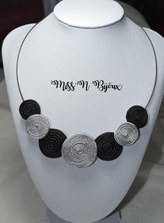 Necklace made by hand, feminine, unique and original. It is made in soutache, a technique of Paper Quilling Earrings, Quilling Jewelry, Soutache Jewelry, Beaded Jewelry, Beaded Necklace, Textile Jewelry, Fabric Jewelry, Rope Jewelry, Jewelry Crafts