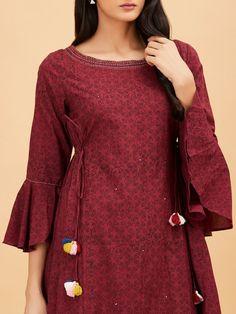 Order contact my WhatsApp number 7874133176 Kurti Sleeves Design, Kurta Neck Design, Sleeves Designs For Dresses, Dress Neck Designs, Blouse Designs, Simple Pakistani Dresses, Pakistani Fashion Casual, Pakistani Dress Design, Salwar Designs