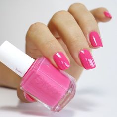 hot pink manicure for summer.
