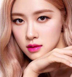 That eye blackpink beautifulangel blink rosearerosie roseblackpink Kpop Girl Groups, Kpop Girls, Blackpink Members, Blackpink Photos, Rose Photos, Rose Park, Pink Makeup, Park Chaeyoung, Makeup Looks