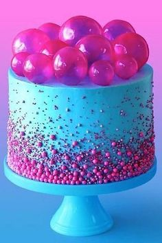 Make gelatine balls yourself for an original cupcake and cake decoration - DIY gelatin balls for decorating pastries – instructions and cake decorating ideas - Cakes To Make, How To Make Cake, Bolo Neon, Neon Cakes, Green Curry Chicken, Red Wine Gravy, Kreative Desserts, Onion Pie, Mushroom Pie