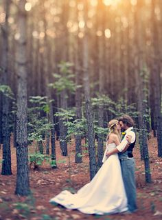 romantic boho wedding photo ideas in the forest