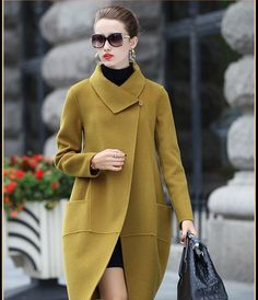 I love the style of this coat. The color is perfect. Hijab Fashion, Fashion Dresses, Winter Outfits, Cool Outfits, Amazing Outfits, Mode Mantel, Paris Chic, Mode Inspiration, Mode Style