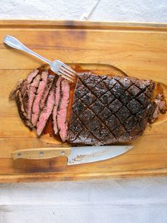 Spice-Rubbed Grilled Flank Steak, flavored with Cocoa, Chili, Espresso and Garlic // Earthy and savory, and perfect for the grill! Grilling Recipes, Beef Recipes, Cooking Recipes, Beef Meals, Spice Rub, Spice Mixes, Chocolate Espresso, Espresso Coffee, Chocolate Lovers