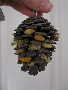 Stuffed pine cone foraging toy... pet bird diy ideas