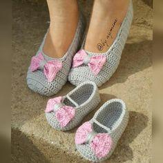Crochet Slipper Pattern, Crochet Slippers, Crochet Patterns, Crochet Baby Booties, Knitted Headband, Crochet Hats, Baby Slippers, Womens Slippers, Easy Crochet
