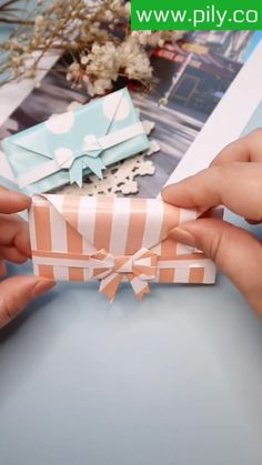 Cool Paper Crafts, Paper Crafts Origami, Diy Paper, Diy Crafts Hacks, Diy Crafts For Gifts, Diy Projects, Instruções Origami, Origami Videos, Gift Wrapping Techniques