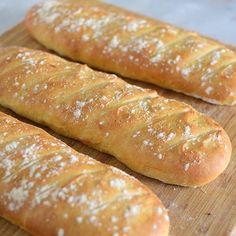 Hjemmelagde baguetter❤️ en god start på dagen. Oppskrift kommer på www.gladkokken.no #baguetter #brød #baking #janhenriksgladekjøkken #gladkokken #oppskrifter #food #foodie #breakfast #norgesgladestematblogg #foodblogger #nrkmat #godtno #fransk #matglede #inspirasjon