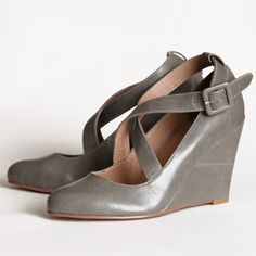 what cute and practical wedges...and a fabulous color for fall.