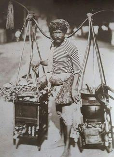 Penjual Soto keliling tempo dulu, Surabaya