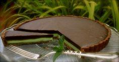 Extra čokoládová torta s mätovou plnkou Home Recipes, Cooking Recipes, Lindt Excellence, Thing 1, Pavlova, Grill Pan, Cheesecake Recipes, Food And Drink, Pie