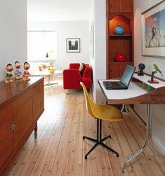 Home Desk von George Nelson für Vitra.  Mit so einem Arbeitsplatz in einer Nische des Wohnzimmers oder selbst im schmalen Flur macht Arbeiten gleich doppelt so viel Spaß: http://www.ikarus.de/designer/george-nelson.html Foto: Espen Grønli