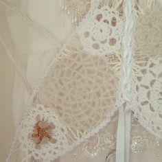 Crochet fairy wings, pattern over in etsy https://www.etsy.com/listing/164434590/crochet-fairy-wings-pdf-pattern