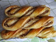 Diós-almás csavart Hungarian Cake, Hungarian Recipes, Hungarian Food, Sweet Cookies, Cake Cookies, Poppy Cake, Challah, Sweet Bread, Hot Dog Buns