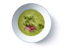 Grøntsagssuppe med syltede rødløg og crispy kålchips