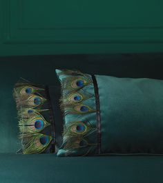 [found or faux feathers only]    Teal bedding/ Carlucci di Chivasso