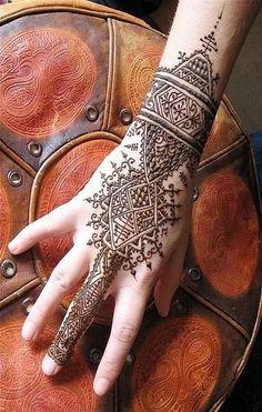 Best Eid Mehndi Designs & Henna Patterns For Full Hands 2014 Back Hand Mehndi Designs, Beautiful Henna Designs, Henna Tattoo Designs, Designs Mehndi, Design Tattoos, Beautiful Mehndi, Tatoo Art, Body Art Tattoos, Symbol Tattoos