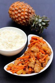 J'adore tout ce qui est poulet laqué ou sauce aigre-douce, voici donc cette recette délicieuse de poulet à l'ananas comme on peut en trouver au restaurant asiatique. Pourtant pas grande fan d'ananas, j'adore cette recette! Accompagnée d'un bol de riz...