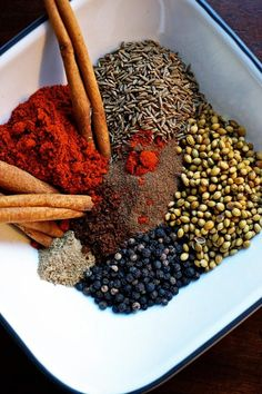 Baharat Arabic Spice Mix - Baharat, this mixture of spices has a history that comes from the Arab Gulf. Consisting of beautiful, toasted black peppercorns, cinnamon sticks, coriander and cumin seeds whisked together with other warm aromatic spices is fant 7 Spice, Homemade Spices, Homemade Seasonings, Spice Blends, Spice Mixes, Chutney, Arabian Food, Middle Eastern Recipes, Vanilla