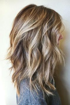 Beachy Waves | Short and stylish. Short hairstyles are so much more manageable than long ones, especially during the hot summer months. The good news is that short hair doesn't have to age you, and with these short haircut ideas from 2017, you'll have the most stylish haircut among your friends. Even if you've been rocking a bob for years, these hairstyle ideas will update your look for 2017. These are the best short looks trending on Pinterest right now. After seeing these short hairstyles…