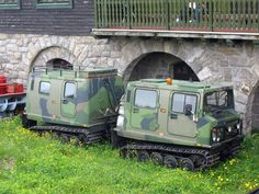 BV 206  der schwedischen Firma  Hägglunds Vehicle AB , ein Kettenfahrzeug im Military-look mit Anhänger, sah ich im tschechischen Riesengebirge an der Wiesenbaude (tschechisch: Luční bouda); 26.06.2010